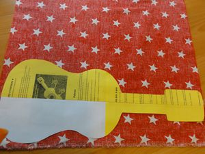 decoupage-coussin-guitare.JPG