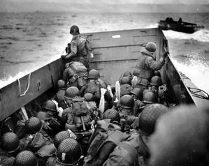 Omaha_Beach_Landing_Craft_Approaches.jpg