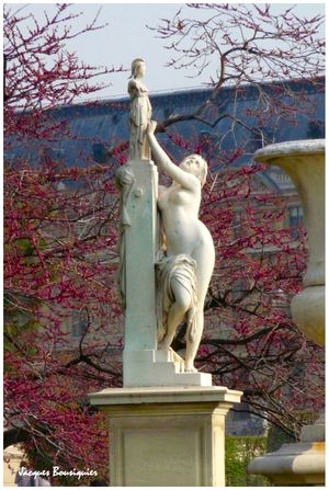 Paris Jardin des Tuileries Cassandre sous protection de Pal