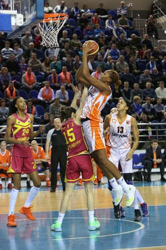 Sandrine GRUDA (Ekaterinbourg) vs. Orenbourg basket.ugmk.co