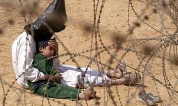 An-Iraqi-prisoner-of-war-008