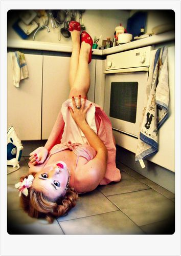 disperate_housewife_3_by_pin_up_on_the_road.jpg