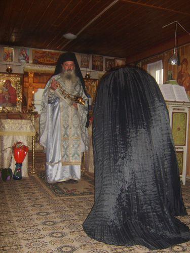 Sf-Liturghie-paraclis-Halmyris.JPG