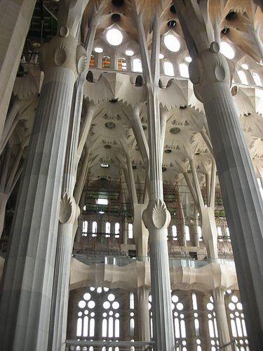 450px-Sagrada_Familia_Interior-copie-1.jpg