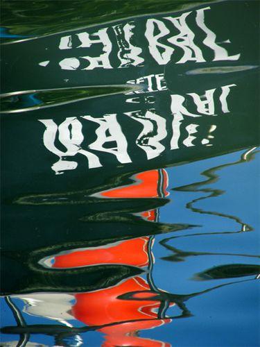Reflet-de-bateau-dans-l-eau--Le-Grau-du-Roi----1.jpg