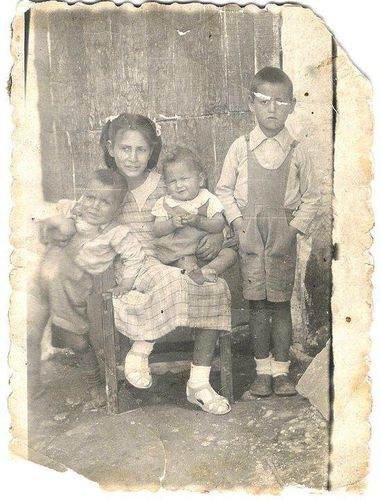 Familia-Pineda-Ruiz-Badolatosa-1953.jpg