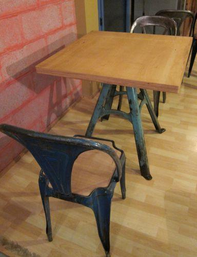 TABLE PIED BLEU PLATEAU ETABLI ARRONDI 80X80X4-009