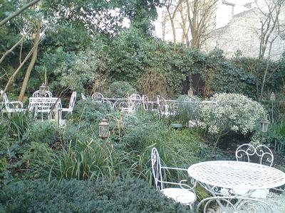 jardin-tables-hotel-particulier.jpg