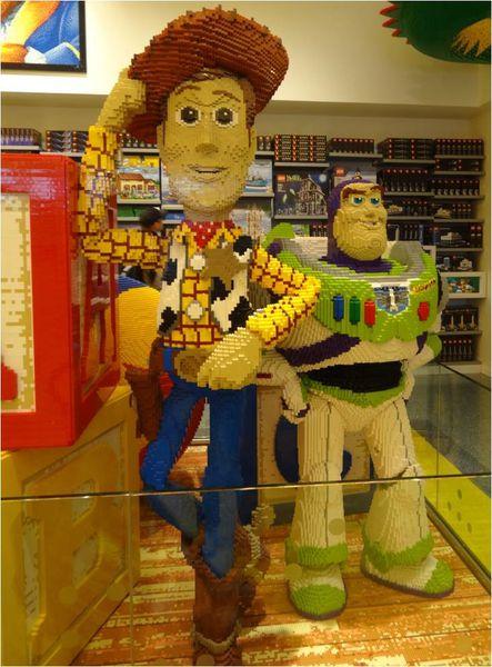 buzz-l-eclair-et-woody-en-lego.jpg