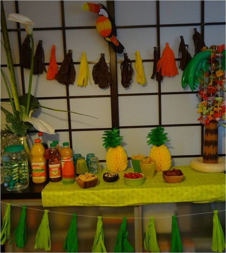 tropical-party-anniversaire-sweet-table.jpg