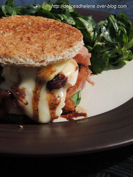 Hamburger de canard rôti, jus acidulé à la noix (2)