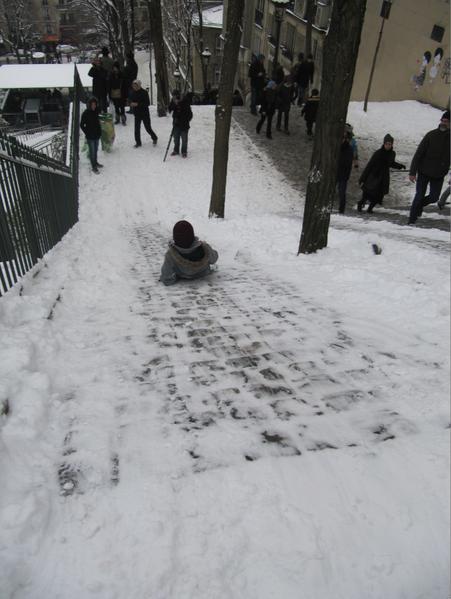 enfant-glisse-neige.png