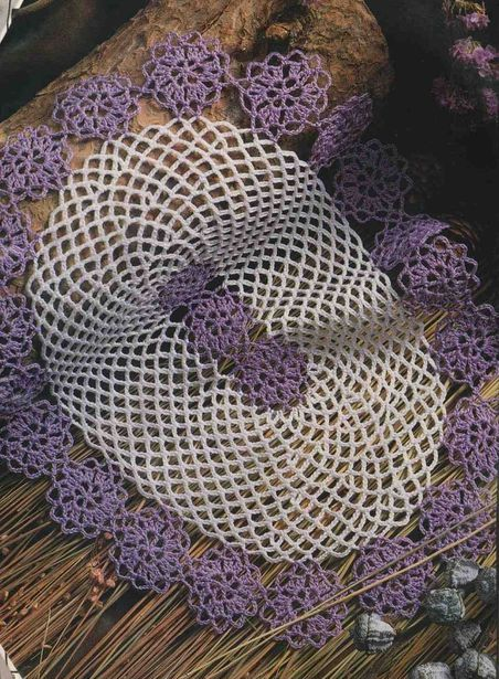 napperon aux fleurs violettes