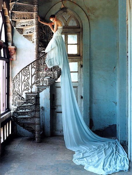 Vogue-UK-July-2005-LilyTakesATrip-PhotosBy0TimWalker-Scanne.jpg