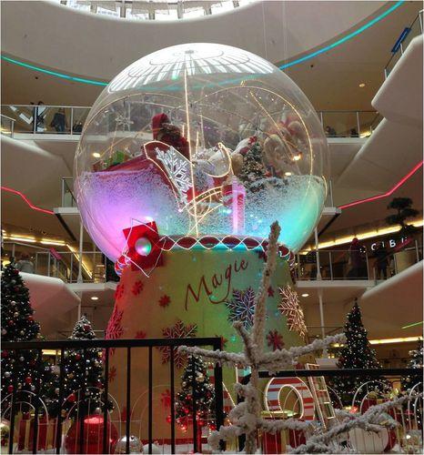 boule-noel-geante-centre-commercial-part-dieu.jpg