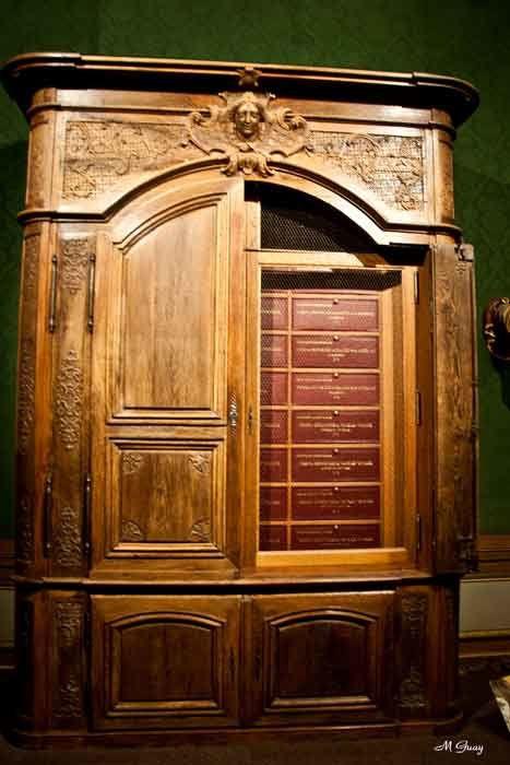 armoire-vaux-le-vicomte-492.jpg