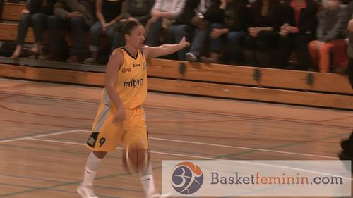 Marjorie CARPREAUX (Braine) vs. Namur basketfeminin.com