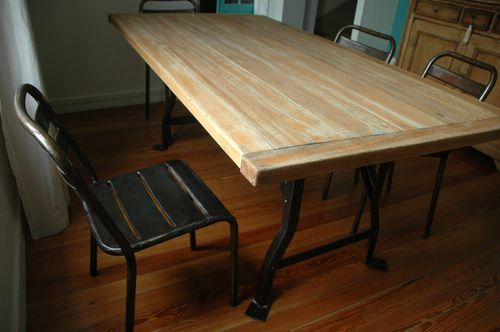 TABLE EIFFEL