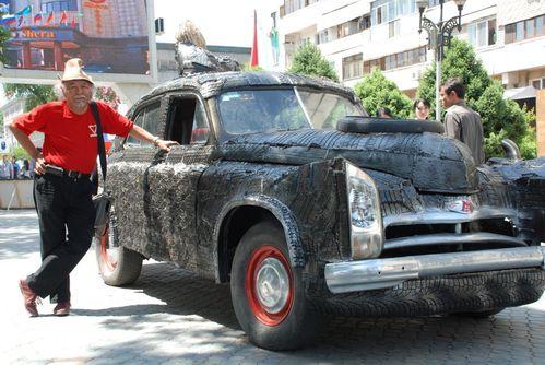 Moldakul-Narymbetov-2-voiture-en-pneus---Kazakhstan-.jpg