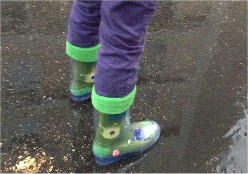 bottes-pluie-chaussettes.jpg