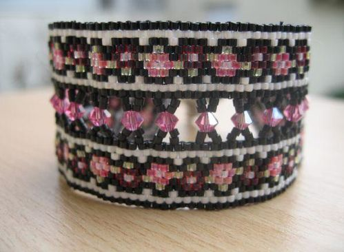 Daisies-and-roses bracelet