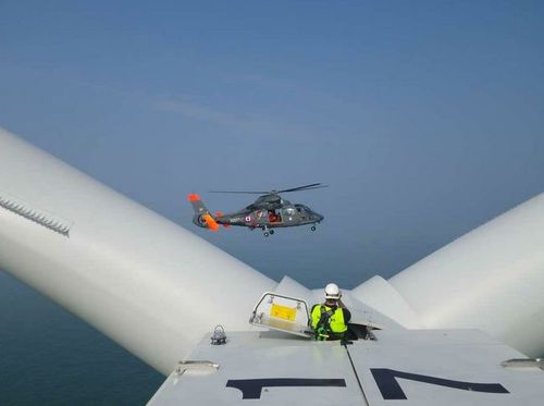 marine-nationale-helicoptere-eoliennes-offshore.JPG
