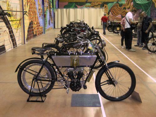 99.41-Octobre-2011-Exposition-Motos-Anciennes-Aveyron-Saint