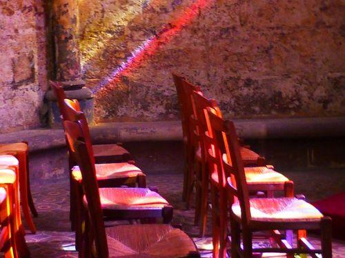 alignements-de-chaises-et-de-couleurs---reduc.JPG