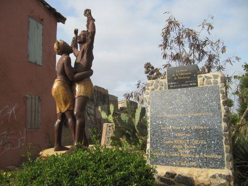 gorée statue
