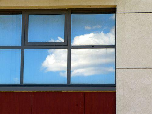 Facade-de-la-mediatheque-de-Lunel--avec-nuage-reflete.jpg