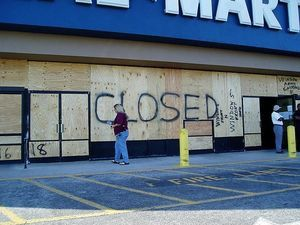 Wal_Mart_to_Close.jpg