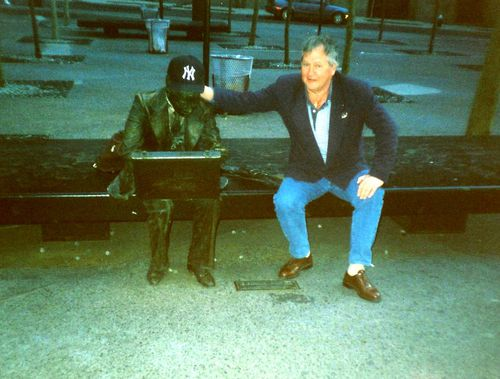 1995 04 The world trade center's buisness man
