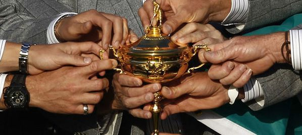 1107807_the-european-ryder-cup-team-hold-the-ryder-cup-afte.jpg