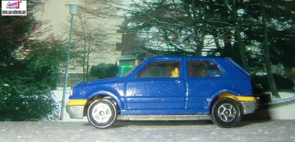 vw golf majorette 264 bleue interieur jaune (2)