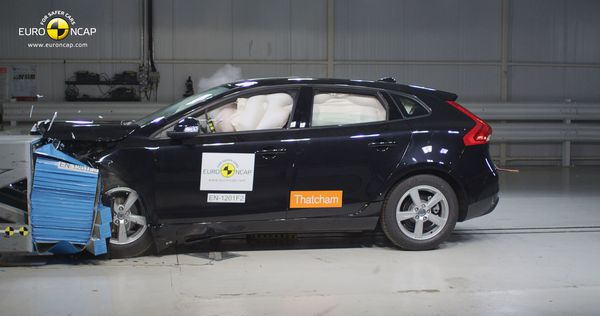 Volvo V40 crash-test 01