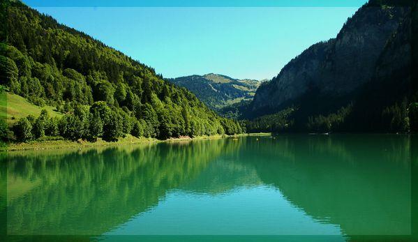 lac de montagne vallée d'abondance en haute savoie