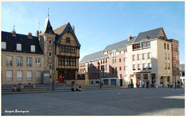 Amiens du parvis de la cathedrale