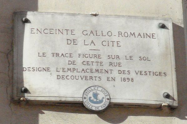800px-Enceinte_Gallo_Romaine_de_Paris.jpg