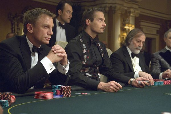 casino-royale-daniel-craig-texas-hold-em.jpg