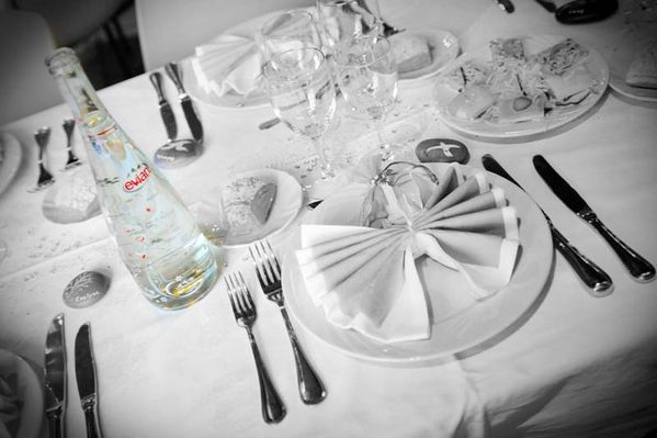 evian_bouteille_table_mariage.jpg