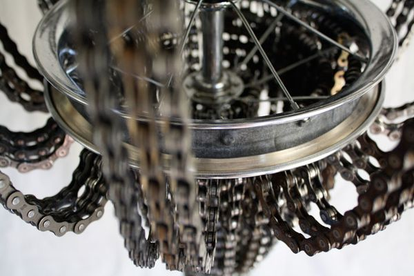 Recycled-Bicycle-Chandeliers-by-Carolina-Fontoura-copie-1.jpeg