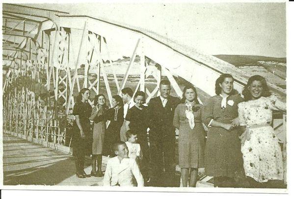 1940 - 00086 - al fondo Asunción Pérez Machuca, la 3d Luc