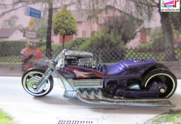 airy8-moto-hot-wheels-realistix-2005-004