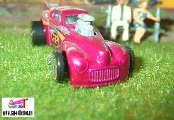 willys-coupe-torpedoes-cote-moteur
