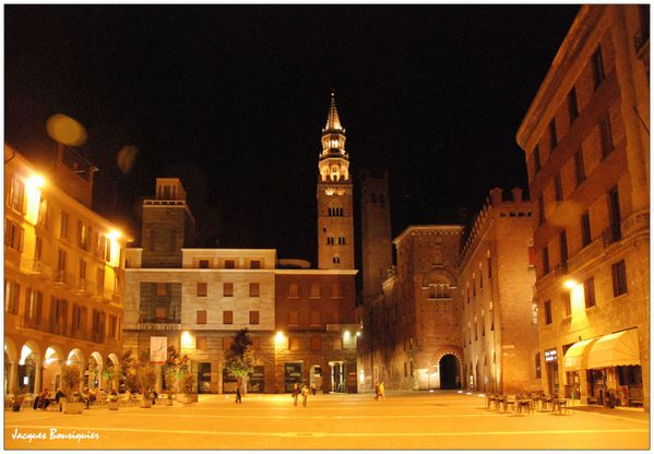 Cremone by night 1
