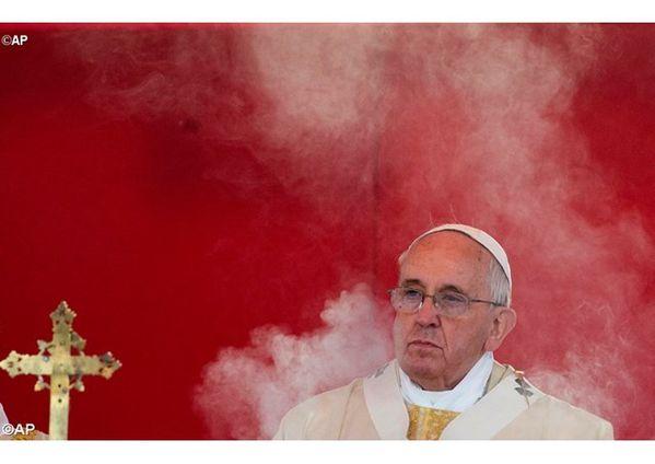 Pape-Francois-encens.jpg