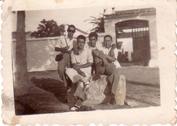 00569 - El segundo por la derecha es mi tio Gabriel Lamas A
