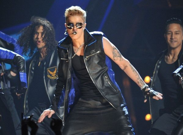 Justin-Bieber-aux-Billboard-Music-Awards-2013_exact810x609_.jpg