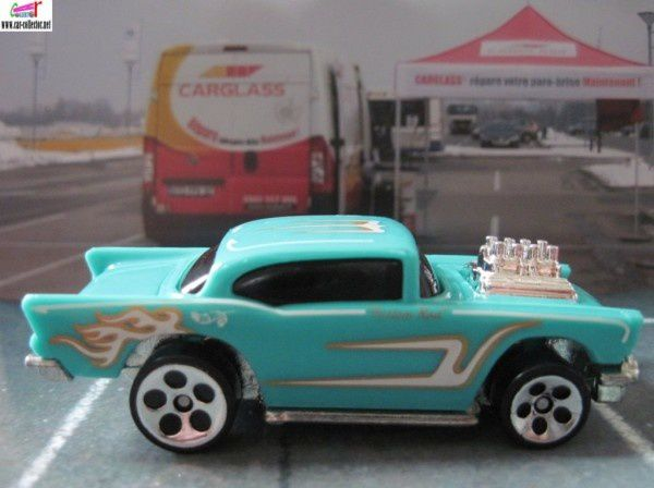 57 chevy hot wheels 2000.105 (1)