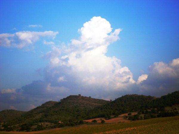 Nuages-au-dessus-de-la-montagne-JPG